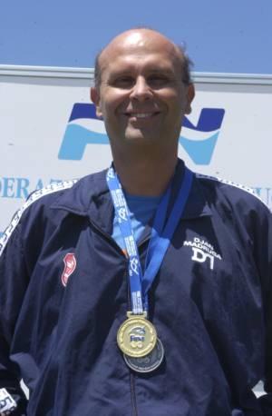 Recordista mundial nos 400m medley, categoria 45+ em 2004. Riccione, Italia.